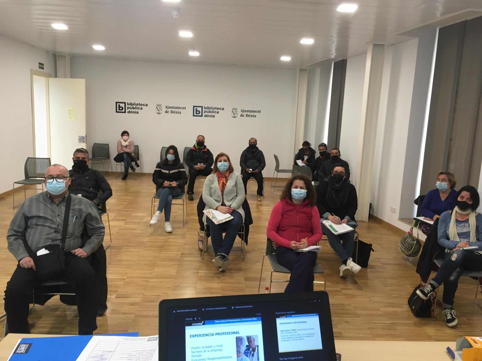 """Los trabajadores/as del """"I Plande Empleo"""" del Ayuntamiento de Dénia,han recibido la última sesión de orientación laboral """"El Currículum Digital"""" impartida por Creama Dénia."""